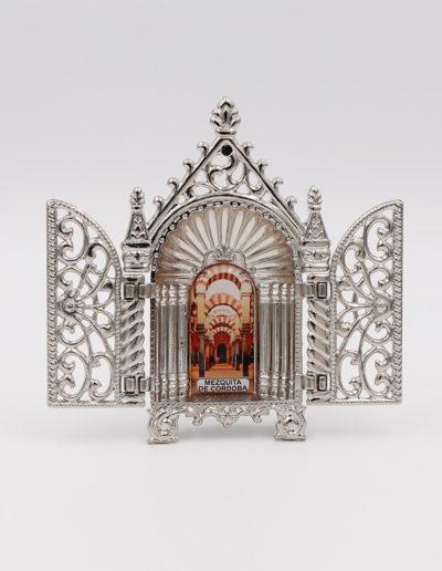 """Capilla con Puertas (40001) - 8,80cm x 5,40cm - 72gr <a href=""""https://vanrellsl.com/contacto/"""">Personalizar</a>"""
